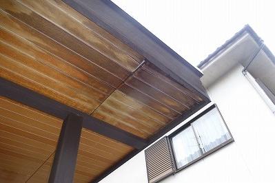 玄関上 雨漏りの原因と施工