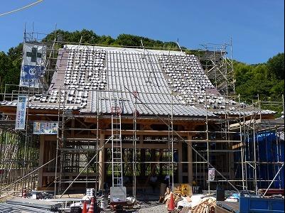 新築 寺 屋根施工中