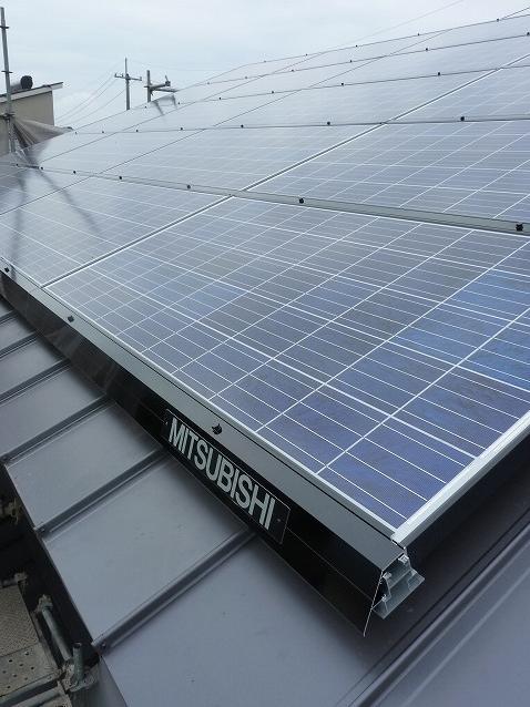 板金屋根に太陽光発電は設置できるの?