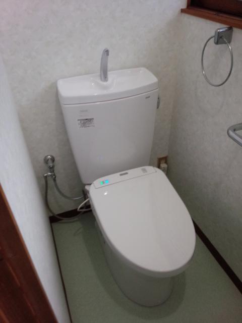 施工事例(屋根以外):トイレ交換 + クロス交換