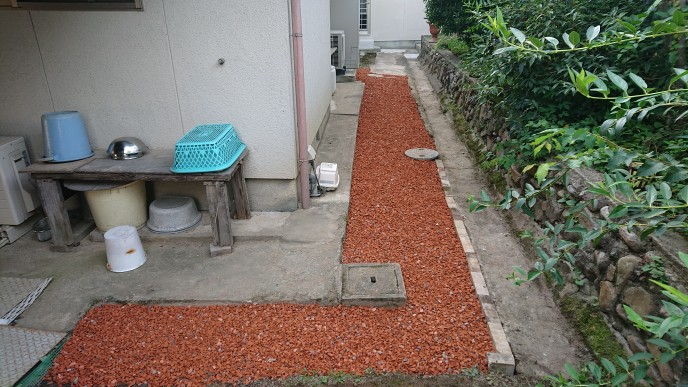 施工事例:きびテコラ(瓦チップ)敷き