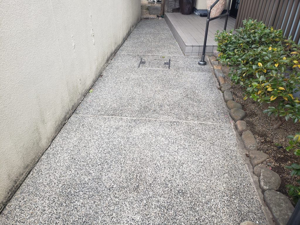 施工事例:玄関前通路への防滑剤塗布(滑り止め)
