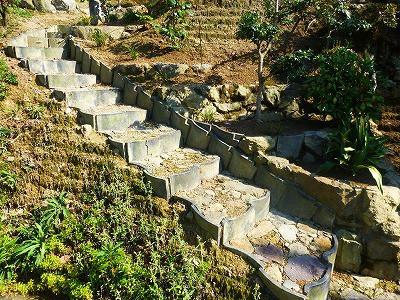 おちゃむの『よろこびの庭』-土止め階段