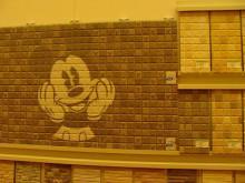 おちゃむの『よろこびの庭』-KMEW 壁材ミッキー正面
