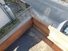 おちゃむの『よろこびの庭』-玄関 パラペット雨漏り跡