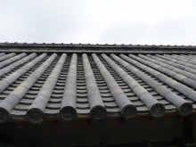 おちゃむの『よろこびの庭』-本葺き 屋根と空
