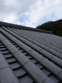 $おちゃむの『よろこびの庭』-空と屋根 本葺き